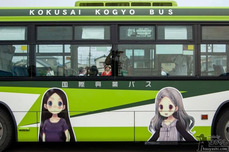 ヤマノススメ ラッピングバス 1号車(非公式側のラッピング)