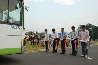 国際興業バス「ヤマノススメラッピング車」の出発式が行われました