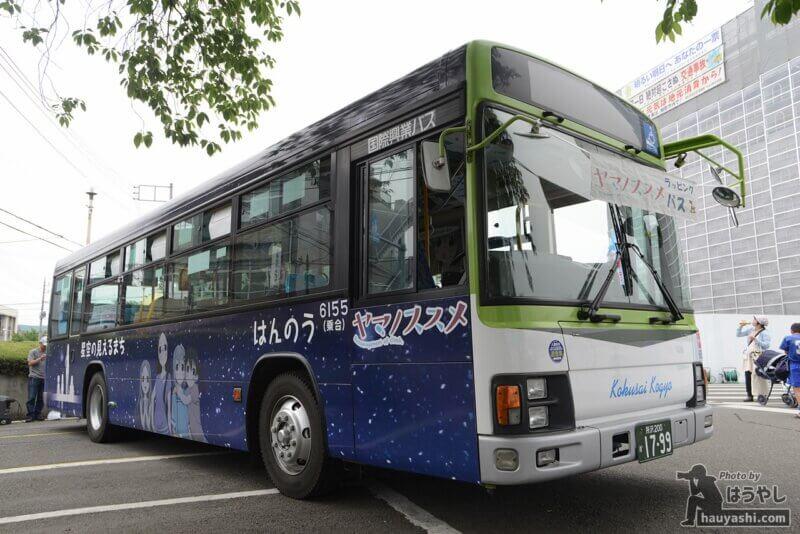 ヤマノススメラッピングバス3号車(非公式側のデザイン)
