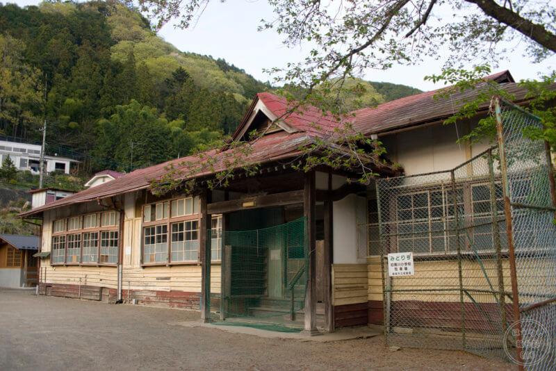 木造1階建ての南川小学校旧校舎