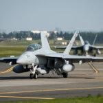 """2015.04.26 横田基地に「EA-18G""""グラウラー""""」と「EA-6B""""プラウラー""""」が飛来"""