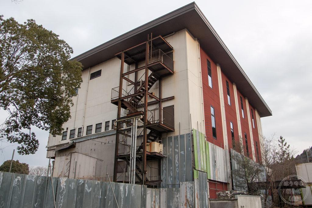 廃墟となった旅館「石清水」の外観