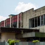 緑に生い茂るプール系廃墟、栃木県宇都宮市「報徳スイミングスクール」