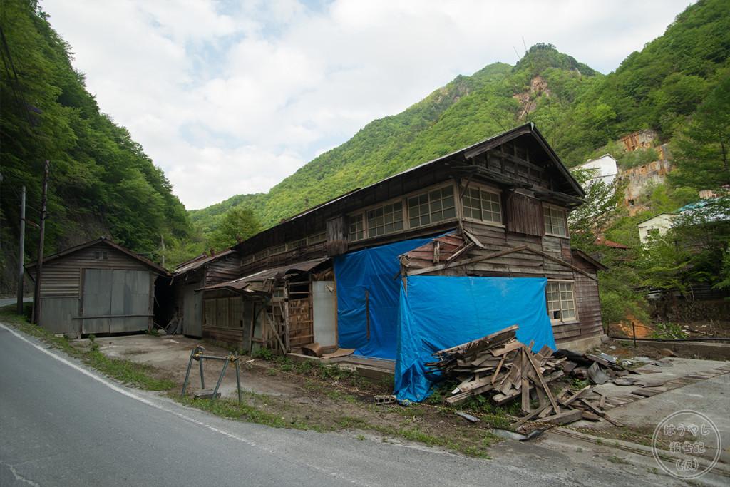 大雪で倒壊した廃屋
