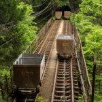 山中をかけ抜ける鉱山用無人トロッコ、東京都西多摩郡「奥多摩工業 曳鉄線」