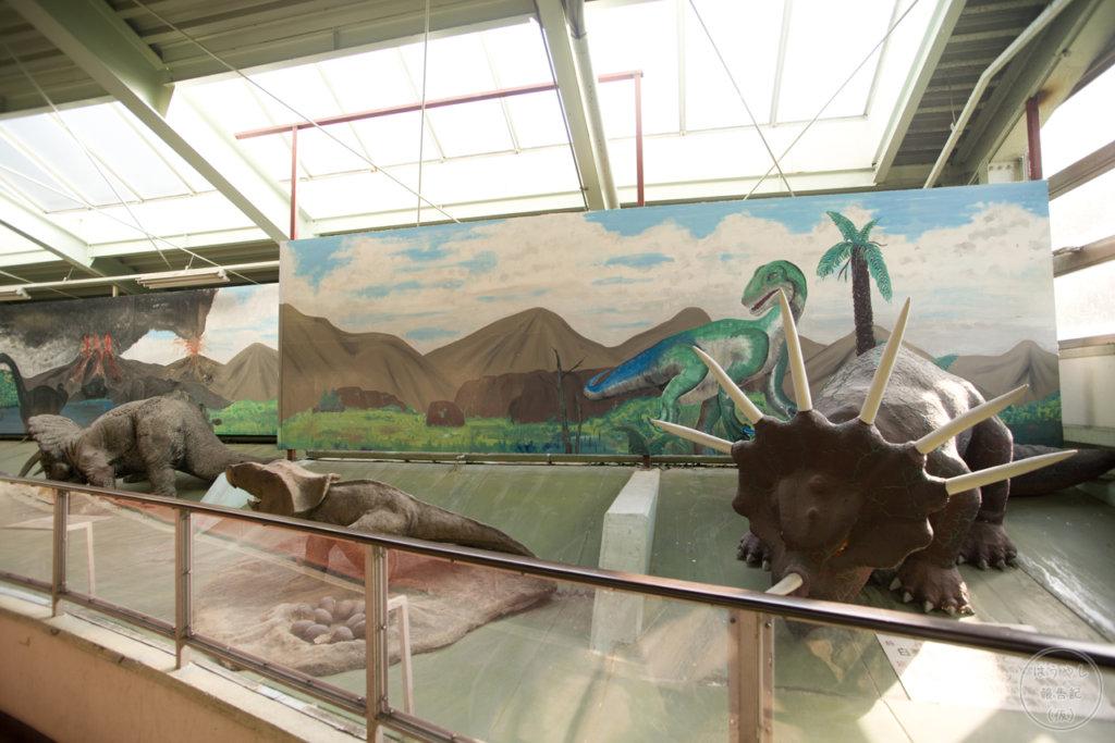 発泡スチロールで作られた恐竜たち
