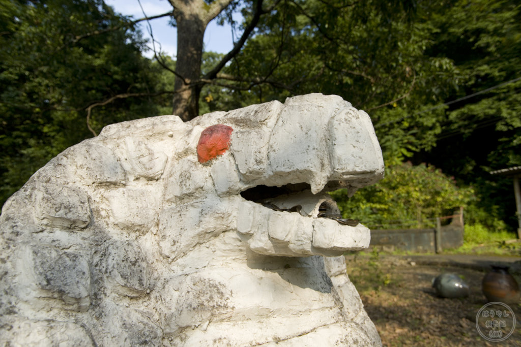 口の中にお賽銭が貯まる白ヘビのオブジェ