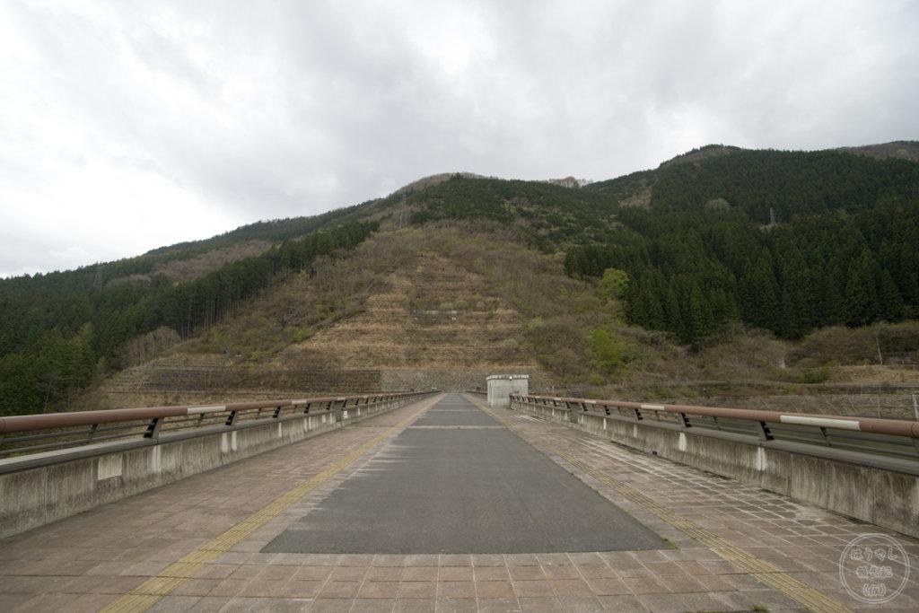 滝沢ダムの天端