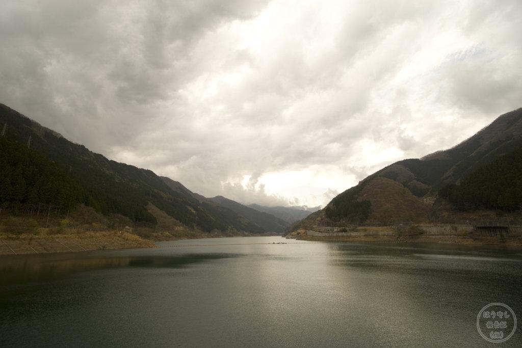滝沢ダムの湖面