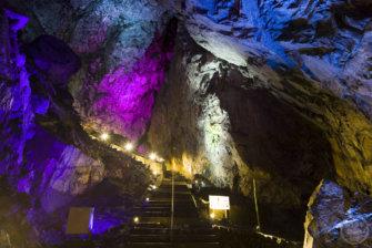 関東最大級!インスタ映えする神秘の洞窟、東京都奥多摩「日原鍾乳洞」