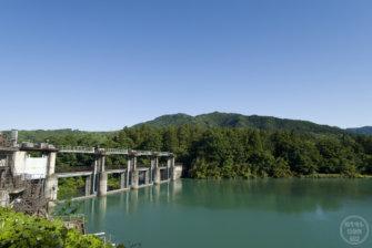 埼玉県と群馬県の県境、L字型に曲がる「下久保ダム」と神秘的な名前の「神水ダム」に行ってみた!