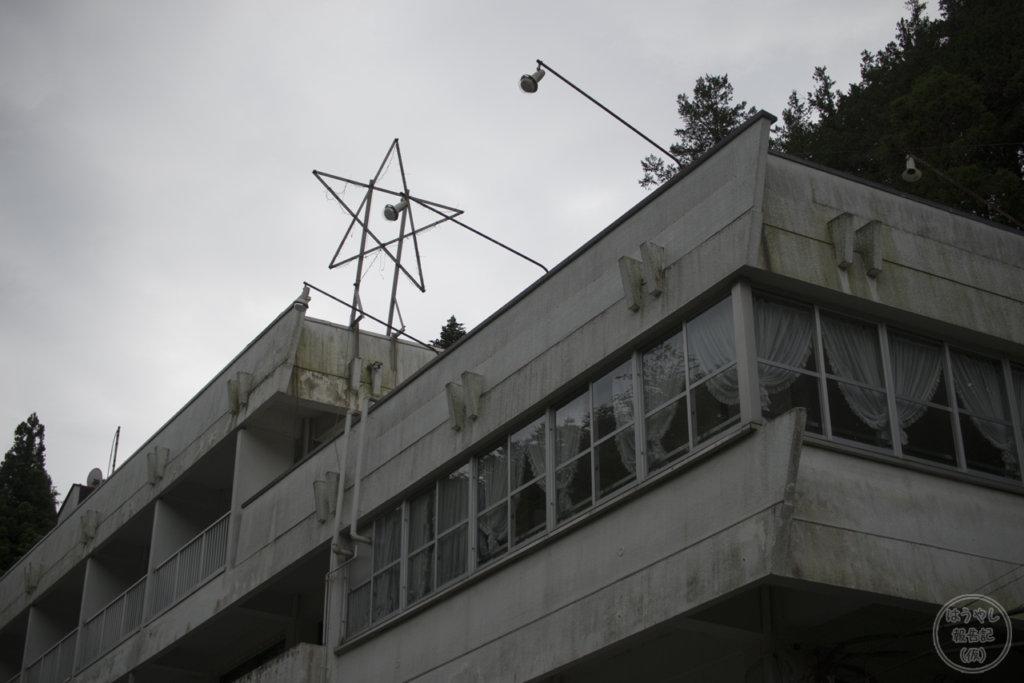 鎌北湖レイクビューホステルに取り付けられた星型のオブジェ
