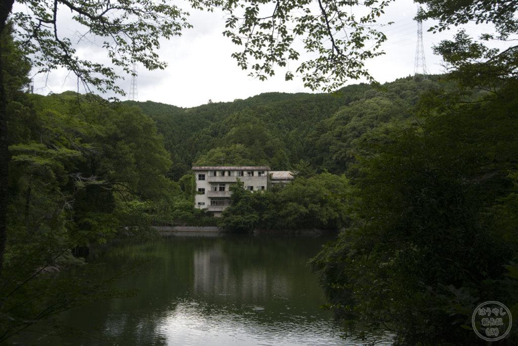 廃墟となった円形旅館「山水荘」