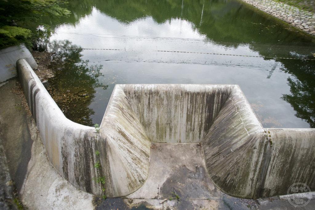 鎌北湖の放流口
