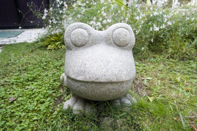 ロックハート城のエントランスにあるカエル像