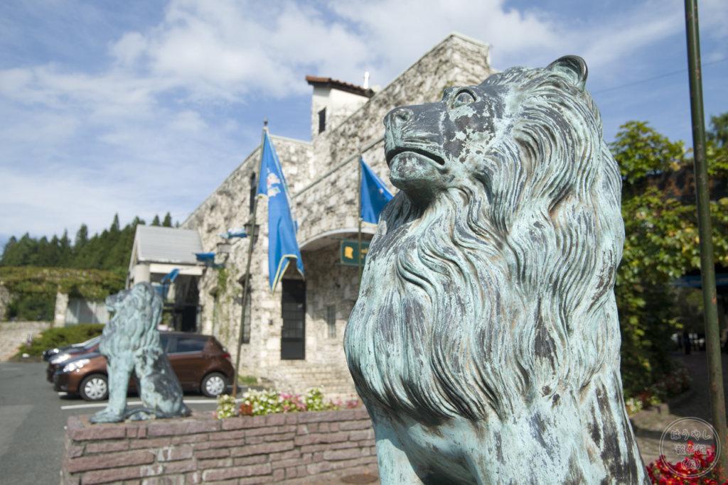 ロックハート城のエントランスにあるライオン像