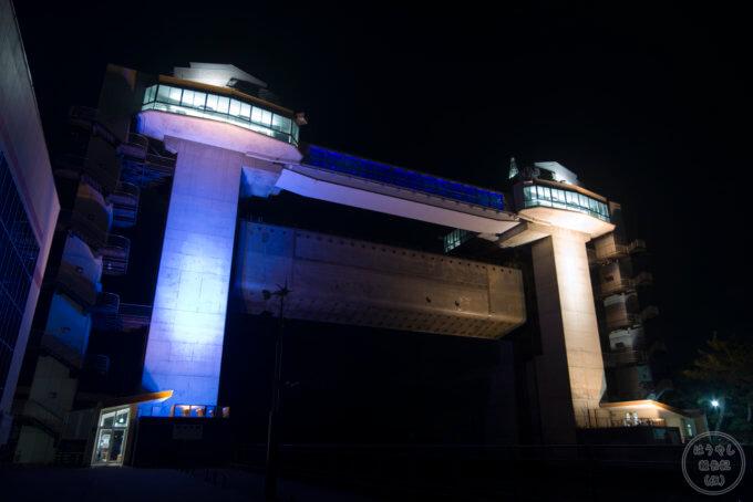 沼津漁港にある大型展望水門「びゅうお」のライトアップ