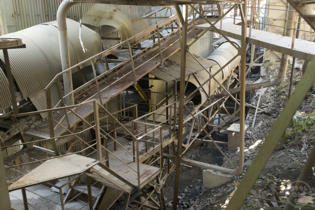 奥多摩工業氷川工場のベルトコンベアー