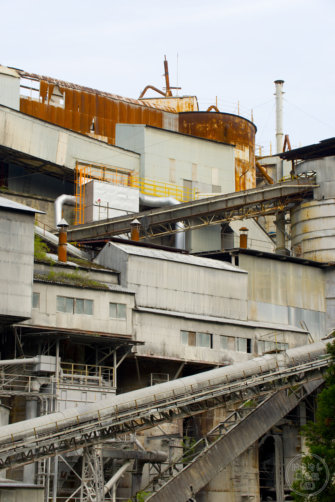 奥多摩工業氷川工場の背面