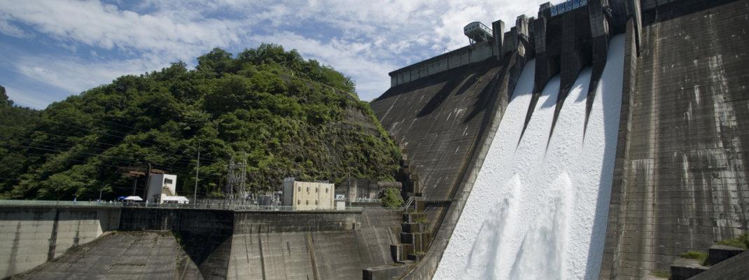 下久保ダムが非常用ゲートを開放!全門開放からの放流に圧巻!(放流設備点検イベント)