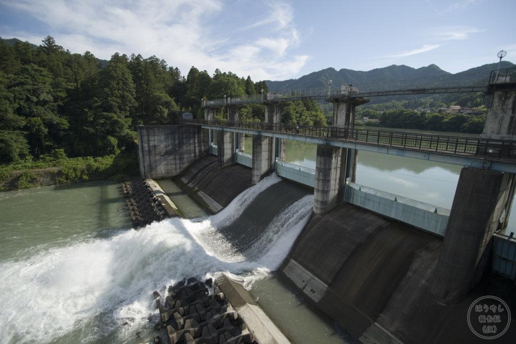 神水ダムの放流シーン
