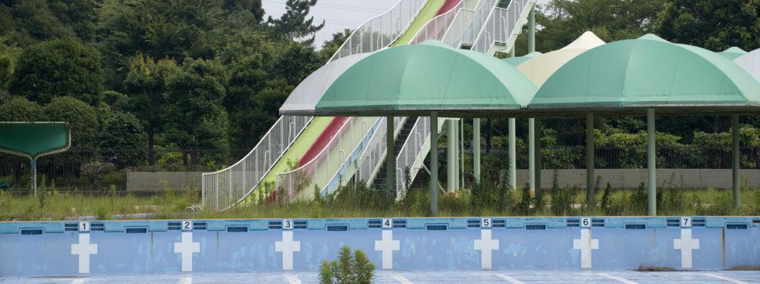 廃墟状態の「寒川町営プール」がレトロでいい雰囲気!老朽化と異常が見つかり2013年7月休止