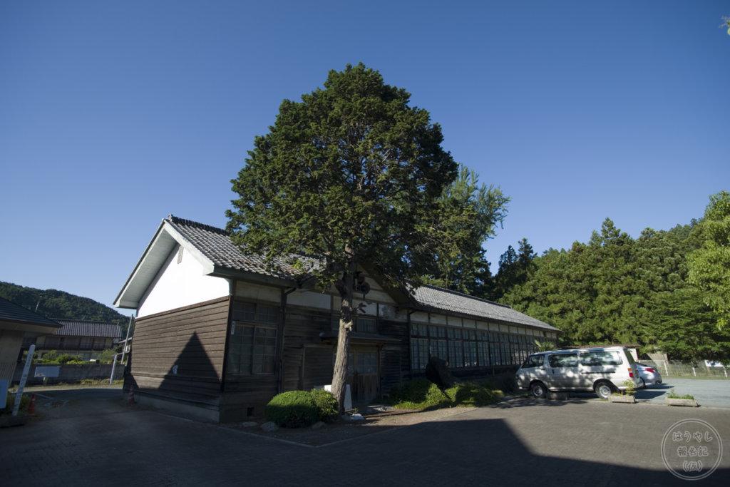 譲原小学校の廃校舎
