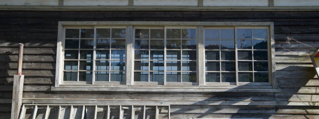 校庭に道の駅上州おにしが建つ廃墟学校「譲原小学校」(1975年廃校)