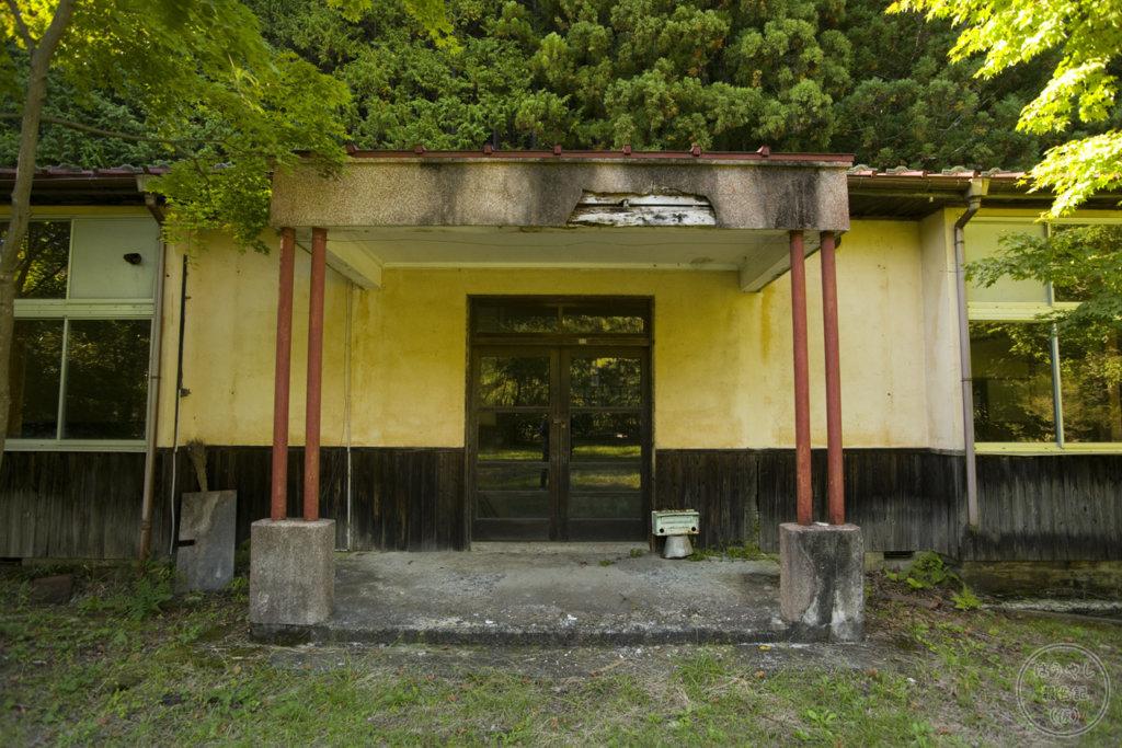 校舎の昇降口