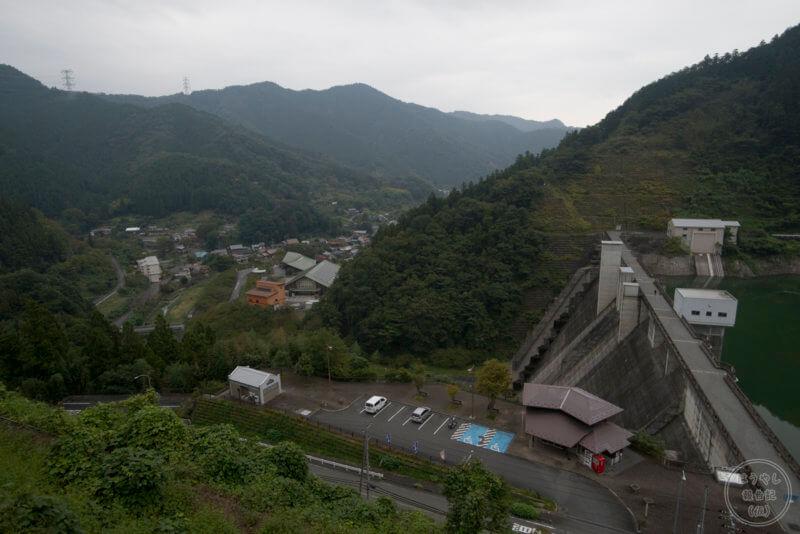 俯瞰で見た合角ダムの下流風景