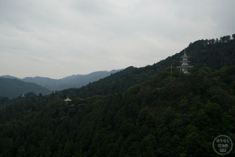 救世大観音の麓から見た山の景色