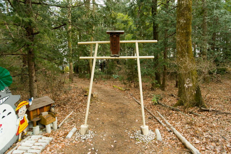 民草神社の入口
