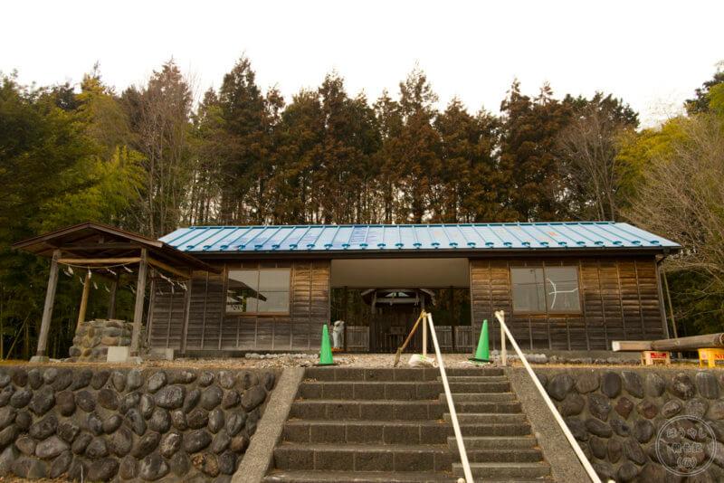 民草神社の本殿