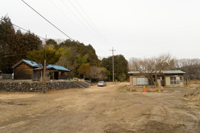 民草神社の全景