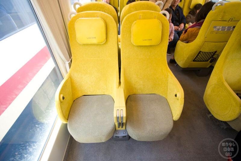 ソファーのような座席