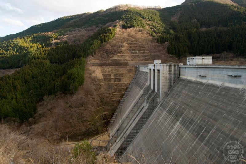滝沢ダムの堤体