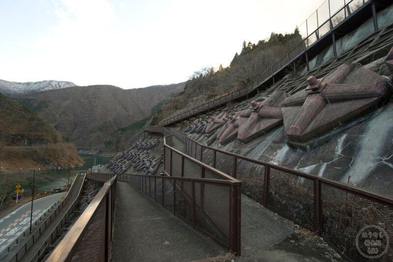 二瀬ダムの見晴らし台へ続く歩道