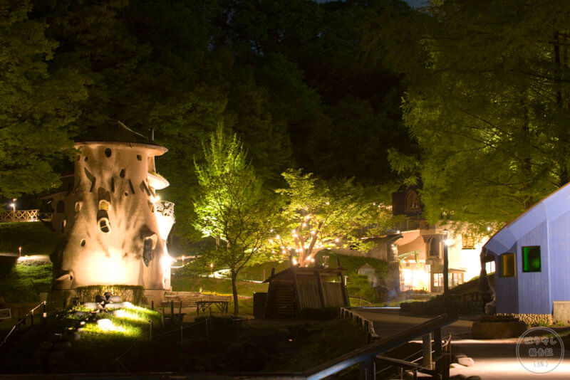 建物内の消灯が始まった閉園間際の景色(トーベ・ヤンソンあけぼのこどもの森公園)