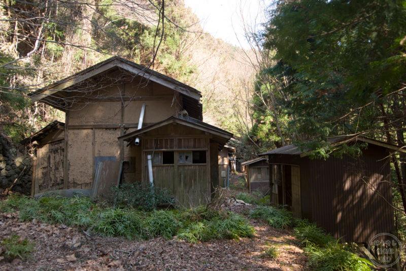 山掴集落の住宅廃墟群