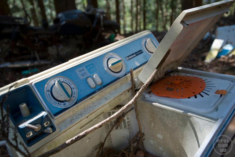 山掴集落に残る廃洗濯機