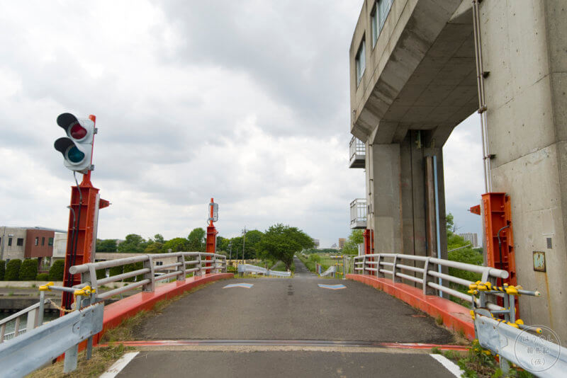 水門に設けられた可動橋