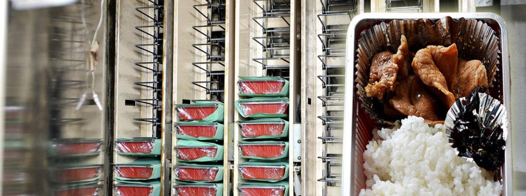「あらいやオートコーナー」レトロ自販機で焼肉弁当を堪能!全国2箇所のみ稼働するツガミの弁当自販機