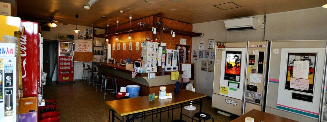 群馬県伊勢崎市「自販機食堂」名物チャーシュー麺も旨い!レトロ自販機が楽しめるNEWスポット