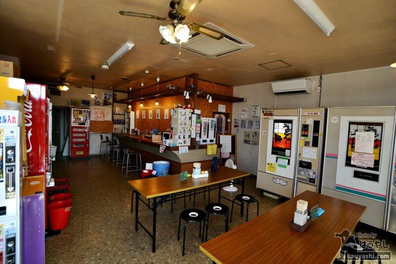 自販機食堂の店内を一望