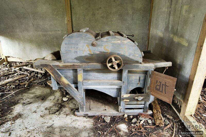 廃屋にあった農機具のようなもの