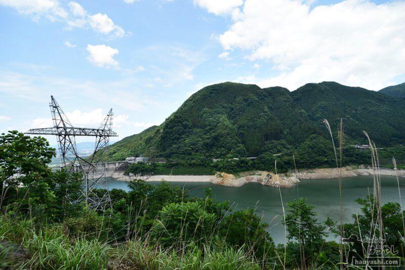 斜面の途中から見た浦山ダム