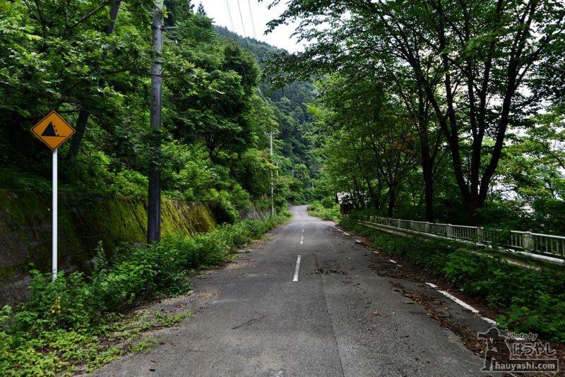 廃道化が進む浦山ダム外周路