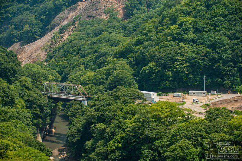 第二吾妻川橋梁と工事用プレハブ小屋