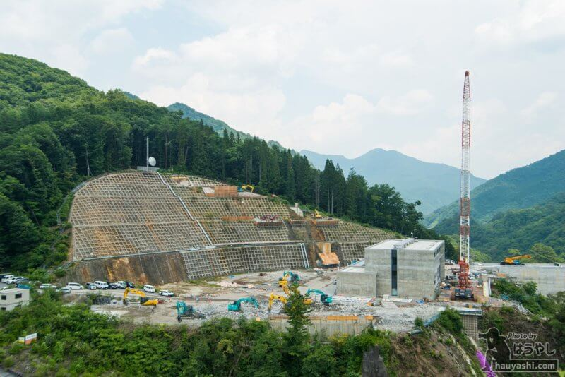 2019年7月31日 八ッ場ダム管理事務所の建設風景(やんば見放台より)