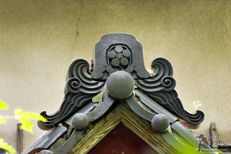 家紋の入った屋根瓦